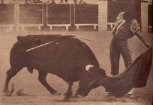 Luis Segura toreando por natural al buen Gavillero el 26 de agosto de 1961. Fotografia El Ruedo