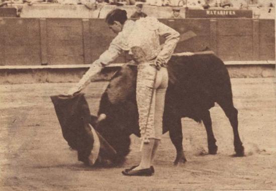 Martin Sanchez Pinto el dia de su alternativa en Barcelona, en 1960. Fotografia El Ruedo