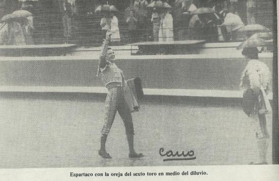 Triunfo de Espartaco en Bilbao, en 1983, bajo un auténtico diluvio. Fotografia Cano.
