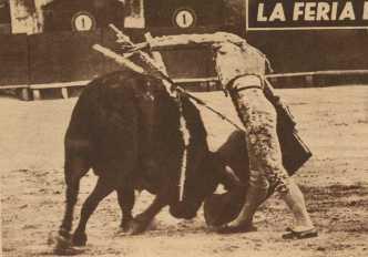 Curro Giron, el dia de su triunfo en Valencia ante toros de Sepulveda en 1957.