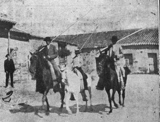 Los hermanos Sanchez Rico, realizando labores de campo en Terrones
