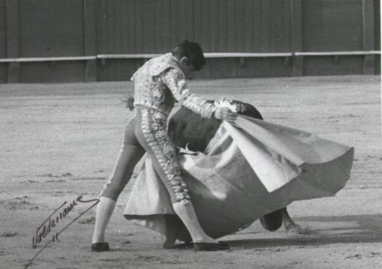 Verónica de Carlos Aragon Cancela en Sevilla, el dia de su presentación como novillero con picadores.